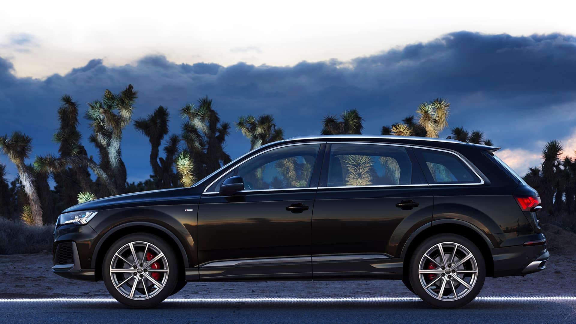 Side view Audi Q7