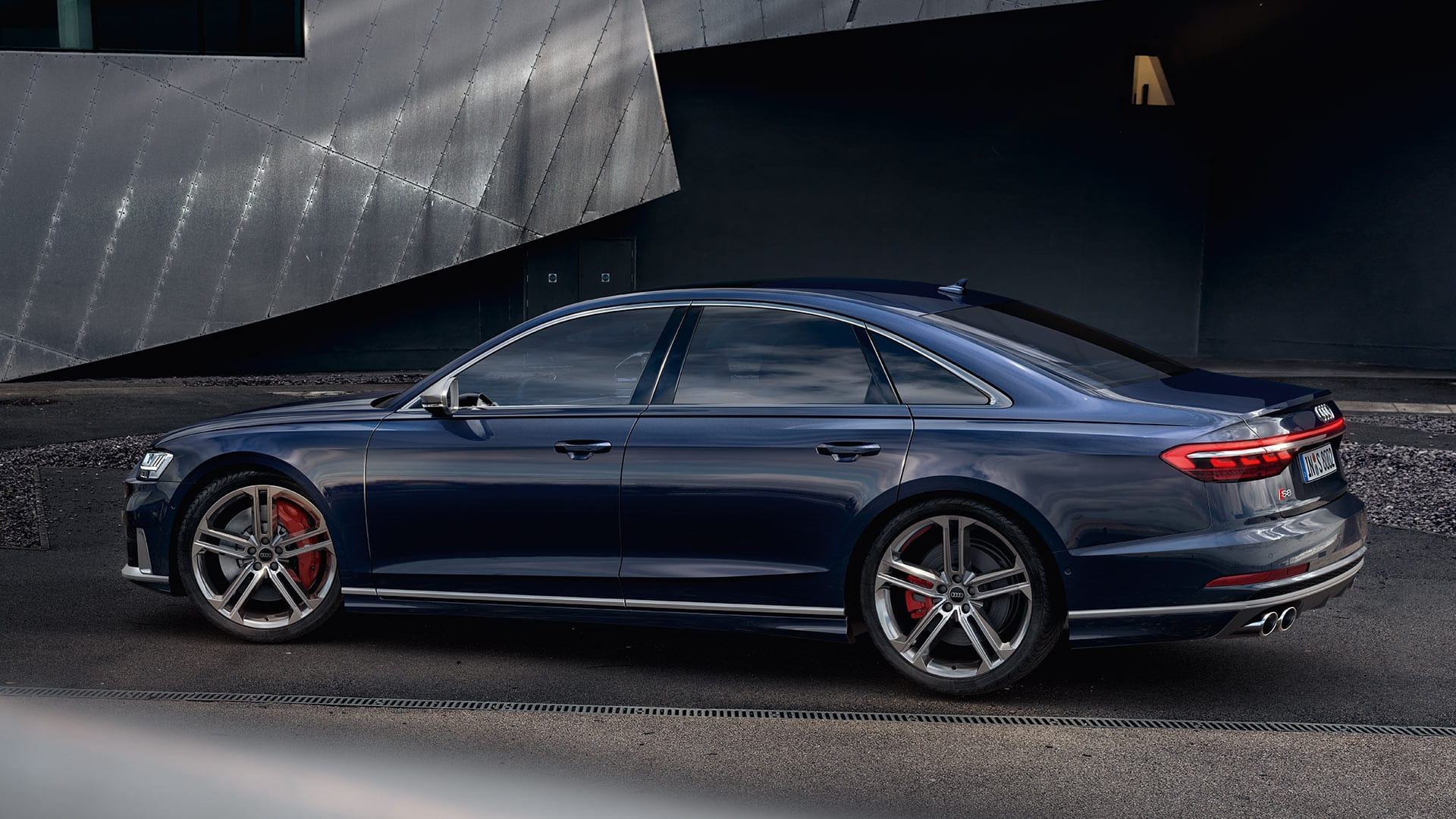 Audi S8 sideview